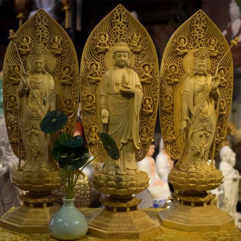 Đông Phương Tam Thánh là Đức Phật Dược Sư và hai vị Đại Phụ tá đắc lực của Ngài là Nhật Quang Bồ tát và Nguyệt Quang Bồ tát của thế giới Tịnh Lưu Ly