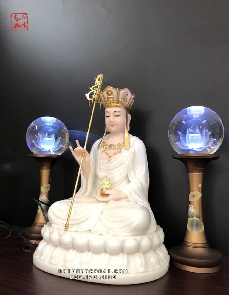 """Địa Tạng Vương Bồ tát thường được biết đến với đại nguyện """"Địa ngục không trống thề không thành Phật, chúng sinh độ hết, mới chứng Bồ đề"""""""