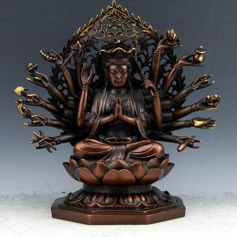 Ngài thị hiện trong sáu đường sanh tử, có hạnh nguyện hộ trì Phật pháp, hộ mạng chúng sanh