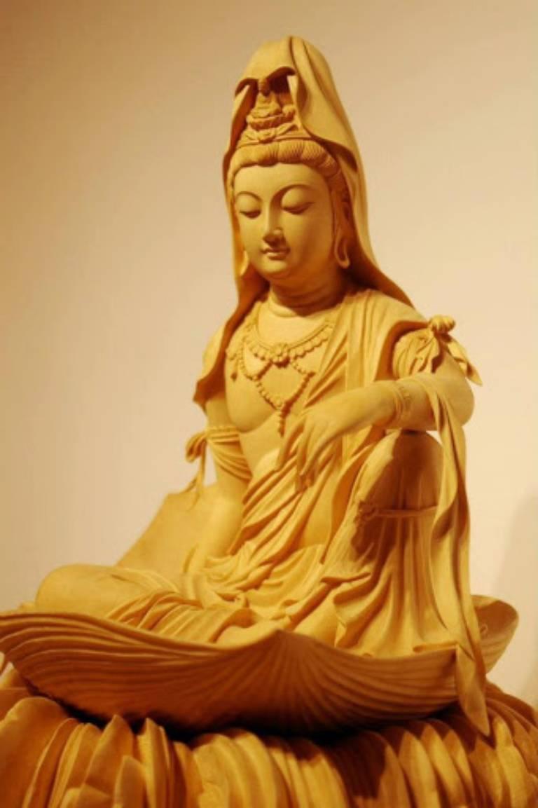 Theo Phật Thích Ca Mâu Ni, Quán Âm Bồ tát đã thành Phật nhưng vì đại nguyện nên Ngài mới hiện thân làm Bồ tát và thường trụ ở thế giới Ta Bà