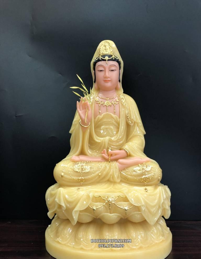 Quan Thế Âm Bồ Tát là thị giả chánh pháp của Đức Phật, ngài có thể hoá hiện thân Phật, thân quỷ dạ xoa, la sát để độ chúng, cứu khổ độ sinh