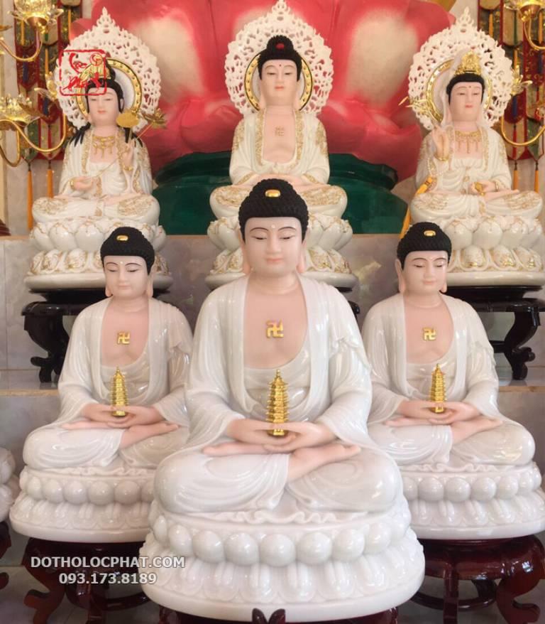 Phật Dược Sư hiếm khi thờ độc tôn mà được thờ trong bộ Tam Thế Phật hoặc Đông Phương Tam Thánh Phật