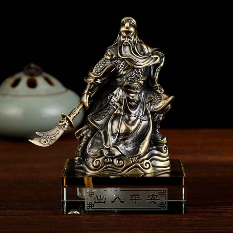 Theo quan niệm phong thuỷ, tượng Quan Công thuộc hành Mộc rất thích hợp với người mang mệnh Hoả