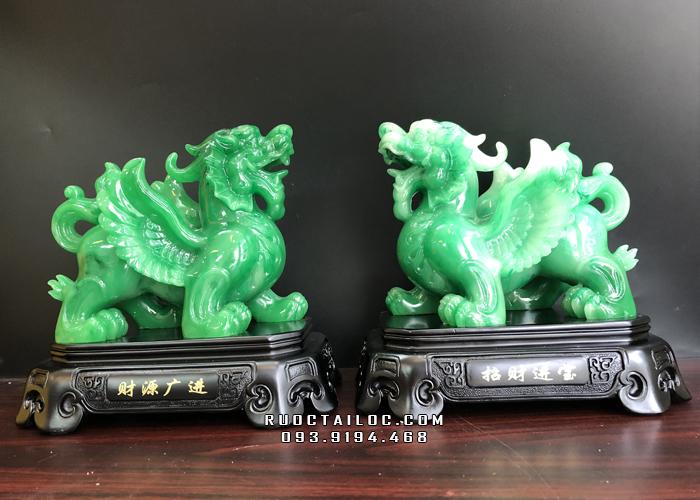 Mẫu tượng Tỳ Hưu phong thuỷ xanh ngọc của Rước Tài Lộc, có màu sắc tương sinh với mệnh Hoả, tương hợp với mệnh Mộc