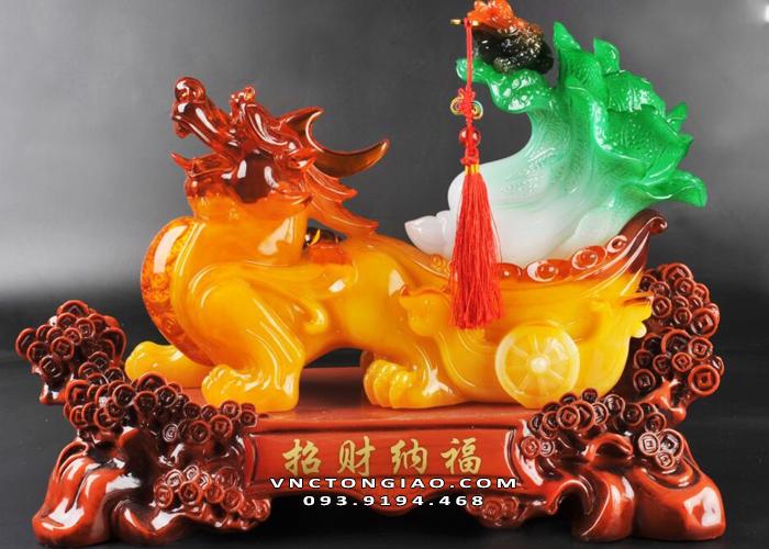 Chọn tượng Tỳ Hưu theo tuổi cho người mệnh Kim thì nên ưu tiên những mẫu tượng có màu vàng, màu nâu đất