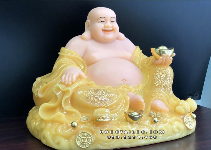 Tượng Phật Di Lặc được rất nhiều người thờ phụng để cầu may mắn, tài lộc, bình an, hạnh phúc