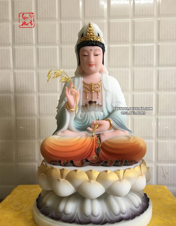Theo Kinh Bi Hoa, thuở xa xưa về trước, tiền thân của Quan Âm Bồ Tát là thái tử Bất Huyền con vua Vô Tránh Niệm